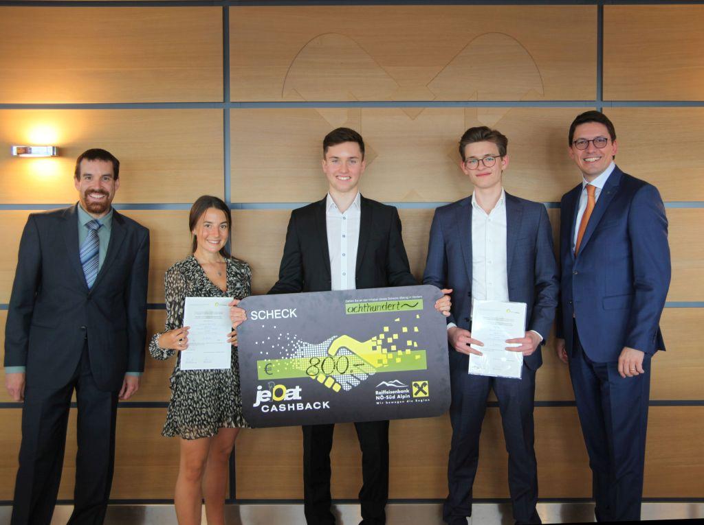 Die Preisträgerin und die Preisträger gemeinsam mit Mag. Justus Reichl und Mag. Hartwig Hitz (Foto: ÖRV)